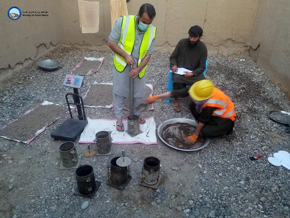 ساختمان سرک ولسوالی دشت قلعه -خواجه بهاوالدین ولایت تخار ۲۸ فیصد پیشرفت کاری دارد