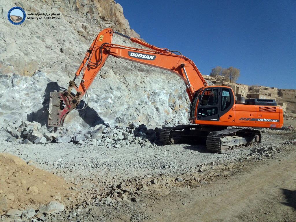 کار ساختمان بخش دوم سرک چغچران- گردندیوال ۷۲ فیصد پیشرفت کاری دارد