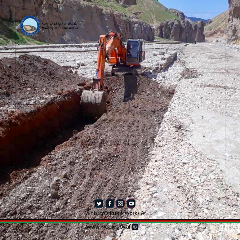 سمنگان: ساختمان سرک ولسوالی دره صوف -  معدن شباشک ولایت سمنگان به شدت جریان دارد